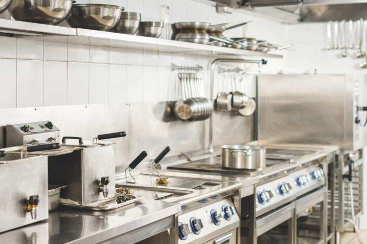 Come progettare la cucina di un ristorante: norme e consigli
